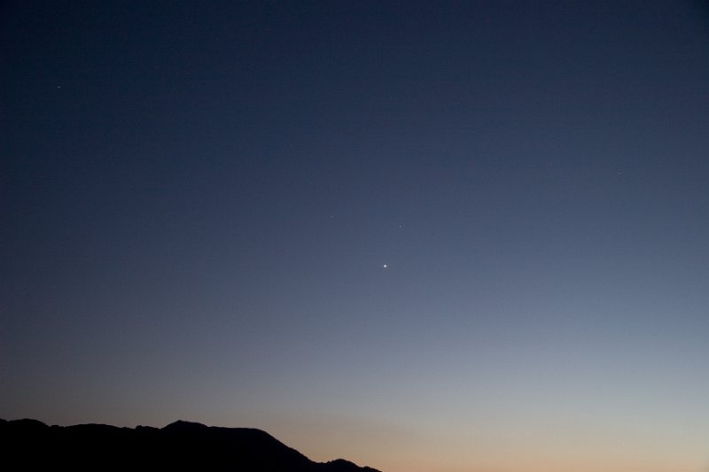 A trio of planets, without the moon August 7, 2010