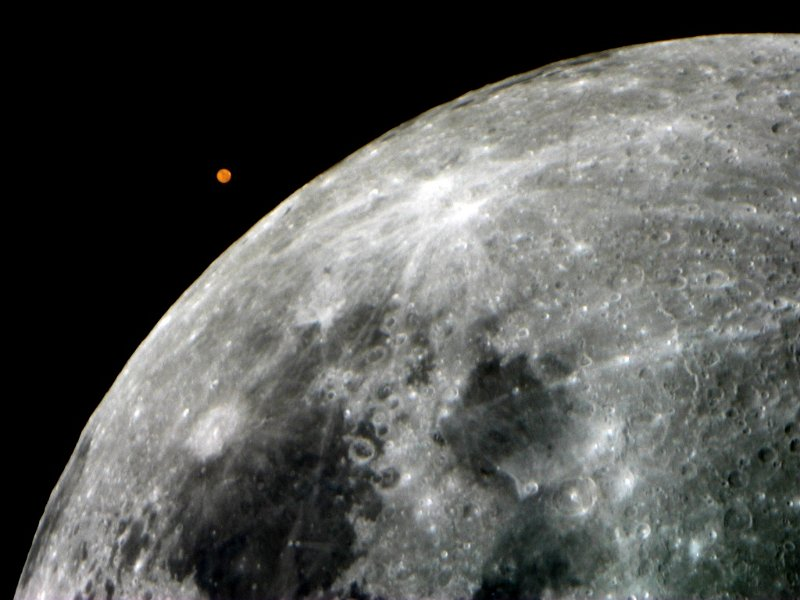 Mars and moon imaged same day with same equipment (in 2005)