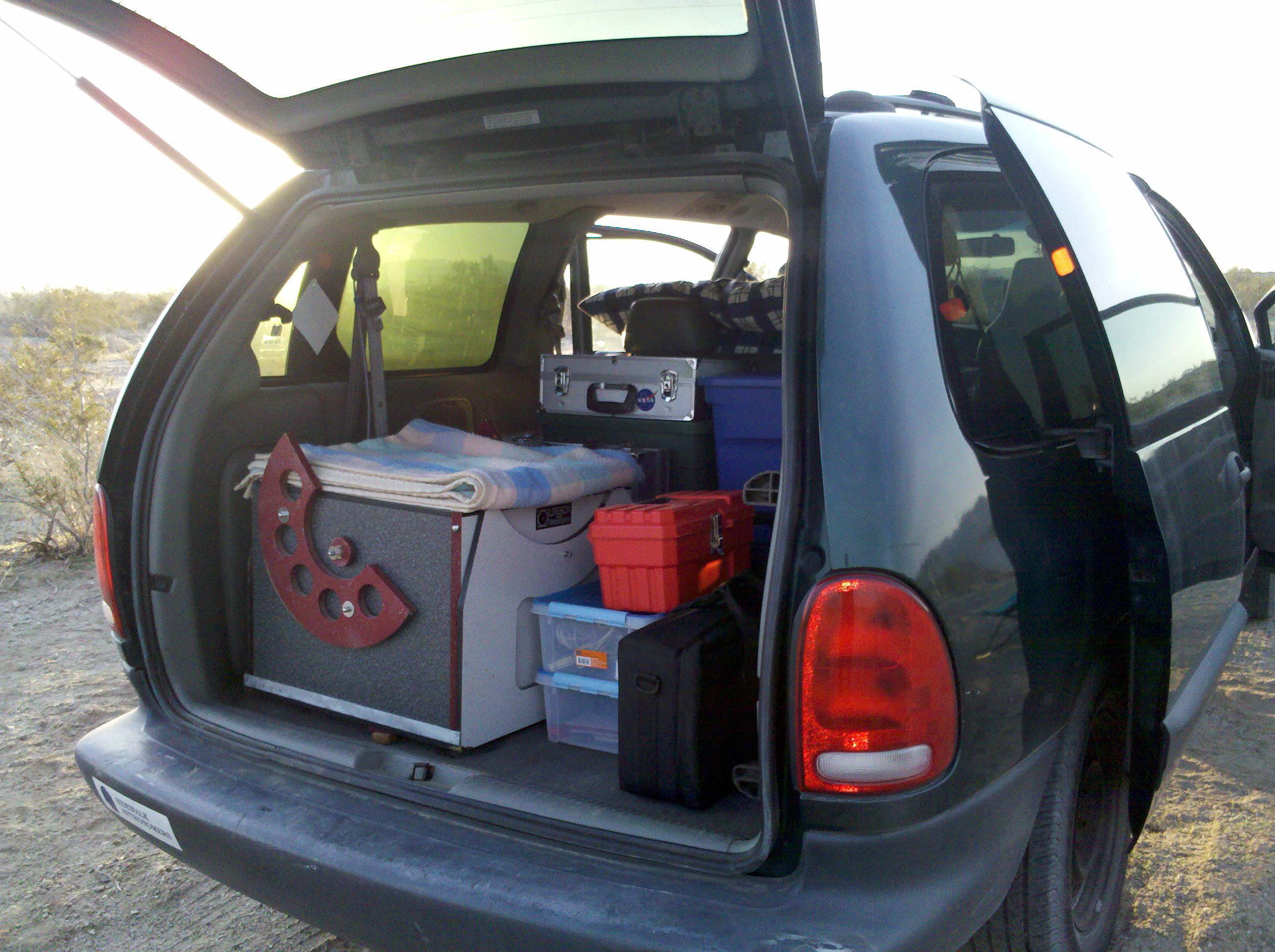2011-01-29-chuckwalla-119.jpg - Our van with all the telescope gear, ready for tables and chairs on top.